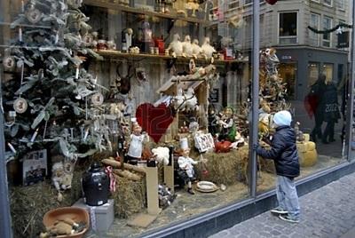 16497180-copenhagen--denmark-small-chidlren-looking-at-christmas-decorations-at-illum-department-store-window